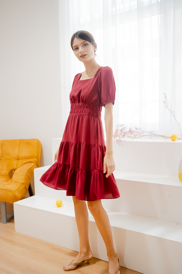 HAYLIE TIERED SLEEVE DRESS (RED)